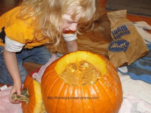 cleaning pumpkin
