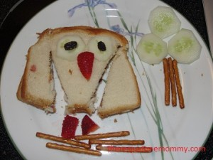 owl sandwich via There's Just One Mommy