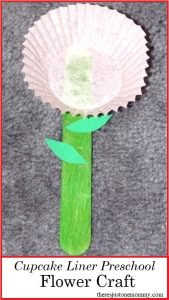 preschool flower craft: make a cupcake liner flower
