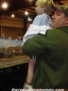 preschooler at train show