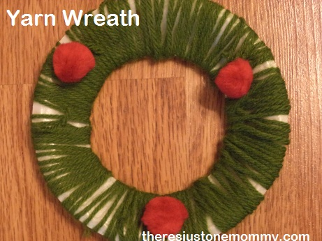 yarn wrapped Christmas wreath craft