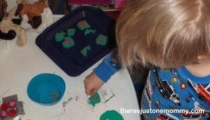 pretend play: decorating cookies