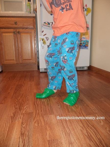 bubble wrap shoes - fun sensory play with a pop!