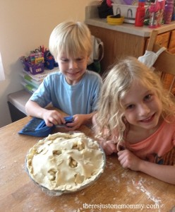 baking apple pie with kids