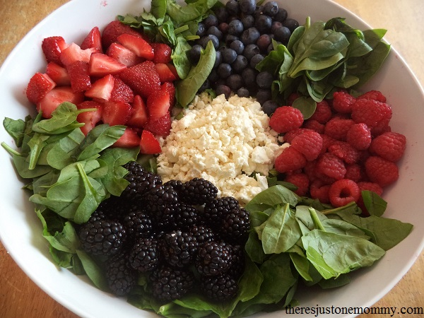 berry salad with spinach and feta cheese
