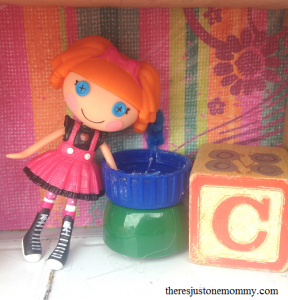 DIY lunchbox dollhouse