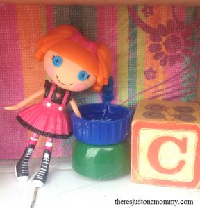 DIY lunchbox dollhouse