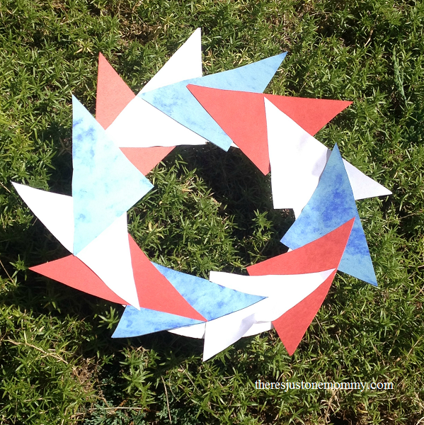 red, white, and blue wreath -- simple 4th of July kids craft