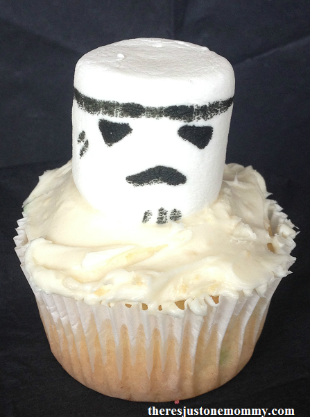 kids Star Wars party on a budget -- simple Star Wars cupckaes