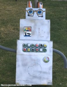 cardboard box craft for kids -- make big cardboard robots for pretend play!