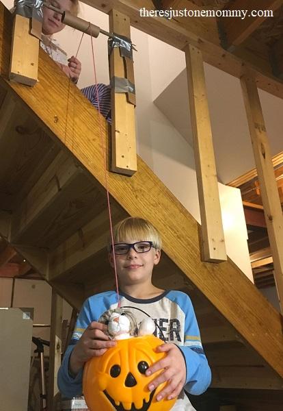 making a pumpkin pulley -- fun kids pumpkin activity
